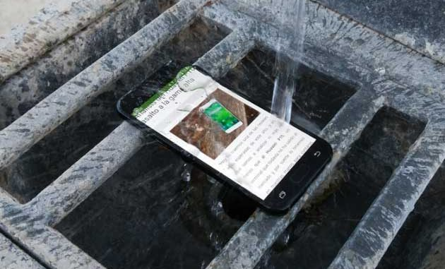 why phone gets hot and drains battery